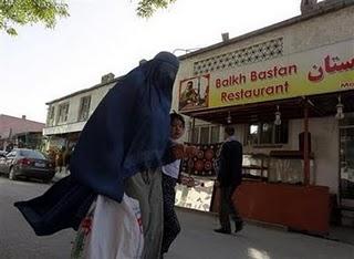 Kaboul, la ville où l'on peut manger un kebab dans une synagogue.
