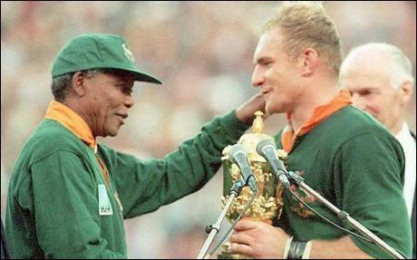 Photo représentant Nelson Mandela et Joel Stransky Jewpop