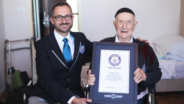 Yisrael Kristal, 112 ans et rescapé d'Auschwitz, certifié par le Guinness des records