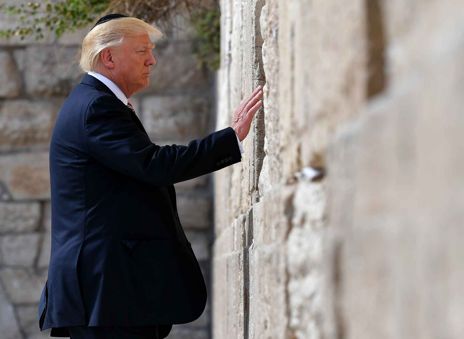 Donald Trump en Israël : It's so good to have un ami crétin !
